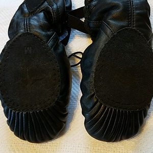 wea romi Shoes - Wea romi Black leather ballet shoes elastic straps